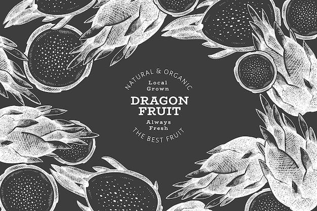 Hand getekend dragon fruit sjabloon. biologische vers voedsel illustratie op schoolbord. retro pitaya fruit banner.