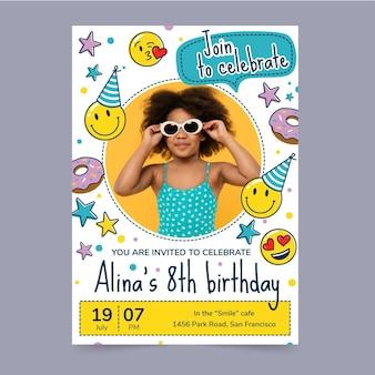 Hand getekend emoji verjaardagsuitnodiging sjabloon met foto