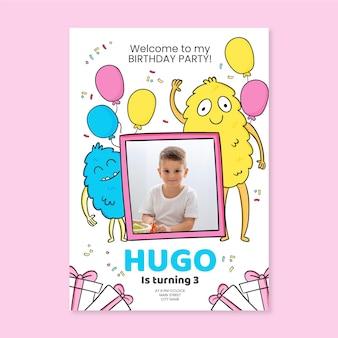 Hand getekend monster verjaardagsuitnodiging met fotosjabloon