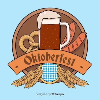 Hand getekend oktoberfest met bier en krakeling