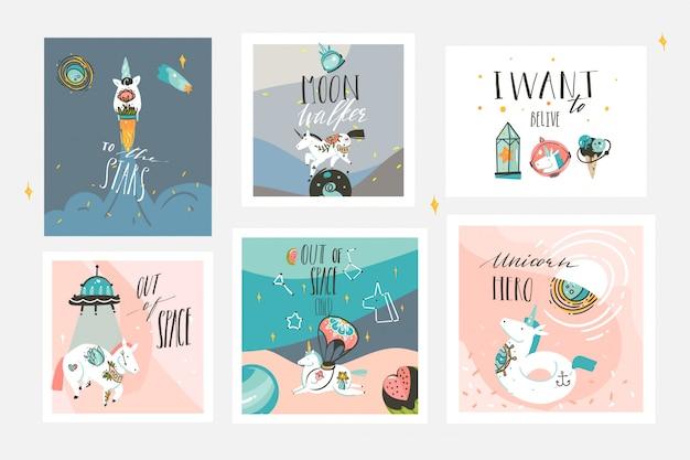 Hand getekende abstracte grafische creatieve cartoon illustraties kaarten collectie set sjabloon met astronaut eenhoorns met old school tattoo, planeten en ruimteschip geïsoleerd op pastel achtergrond