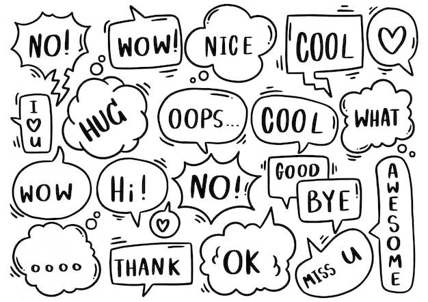 Hand getekende achtergrond set van schattige tekstballon eith tekst in doodle stijl