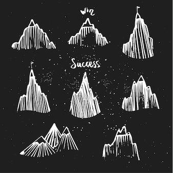 Hand getekende berg ingesteld op blackboard. concept van succes.