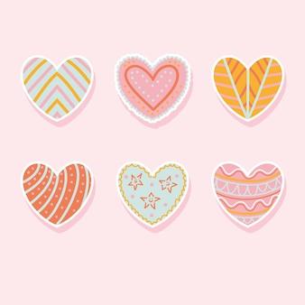 Hand getekende krabbel harten. geschilderde hartvormige elementen voor valentijnsdag wenskaart. stikers