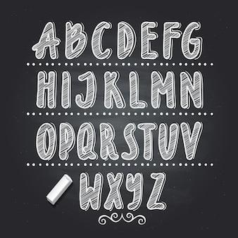 Hand getrokken brieven die op zwart schoolbord schrijven. vector alfabet