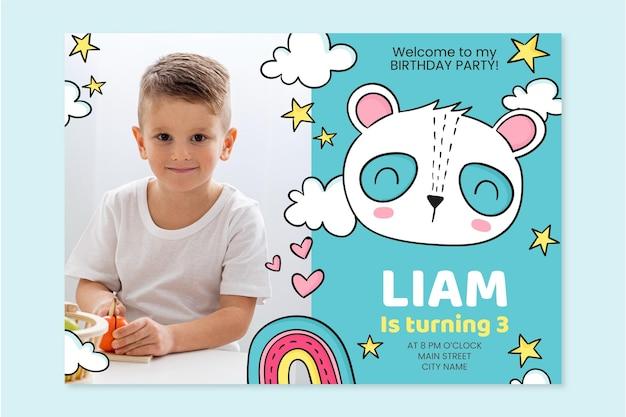 Hand getrokken dieren verjaardagsuitnodiging met fotosjabloon