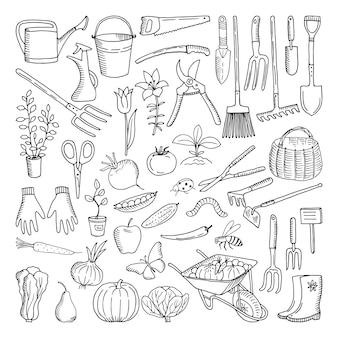 Hand getrokken hulpmiddelen voor de landbouw en tuinieren. doodle van de natuuromgeving