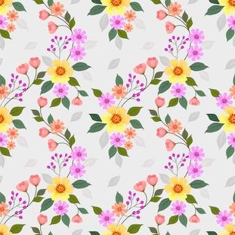 Hand getrokken kleurrijke bloemen naadloze patroon.