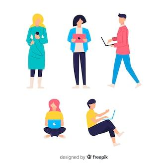 Hand getrokken mensen met behulp van technologische apparaten collectie