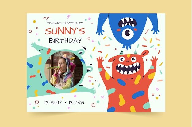 Hand getrokken monsters verjaardagsuitnodiging sjabloon met foto