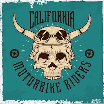 Hand getrokken schedel met een helm en tekst 'rebellious rider' op blauw
