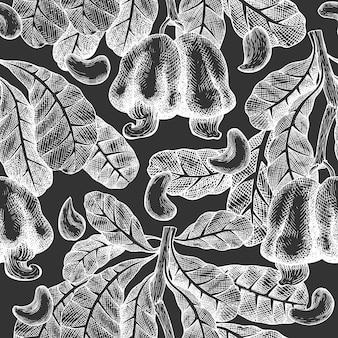 Hand getrokken schets cashew naadloze patroon. biologisch voedsel vectorillustratie op schoolbord. vintage moer illustratie. gegraveerde stijl botanische achtergrond.