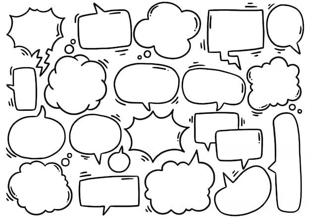 Hand getrokken set van schattige tekstballon eith tekst in doodle stijl