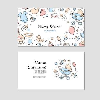 Hand getrokken visitekaartje met babydingen, speelgoed, rammelaar, melkkoker, kleding. doodle schets stijl.