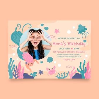 Hand getrokken zeemeermin verjaardag uitnodiging sjabloon met foto