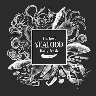 Hand getrokken zeevruchten ontwerpsjabloon. vector krabbenvissen en oystrers illustraties op krijtbord. vintage mariene achtergrond