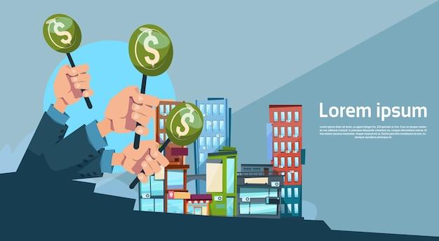 Hand group hold green money zakelijke financiering moderne stad