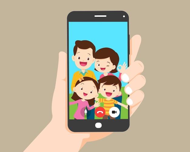 Hand houden smartphone videogesprek met familie en kinderen