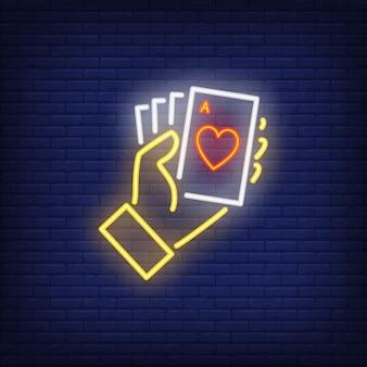 Hand met aas kaarten neon teken