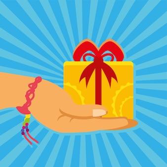 Hand met armband en cadeau