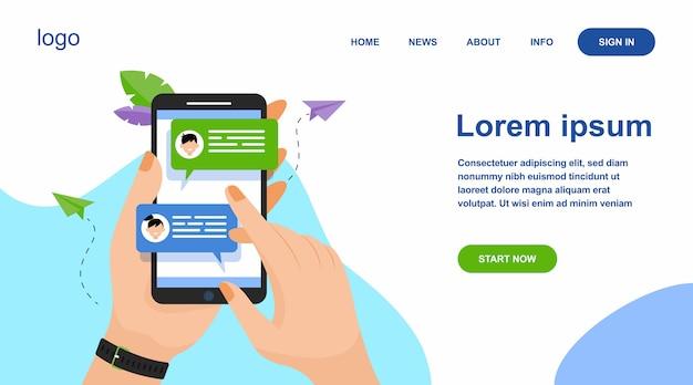 Hand met mobiele telefoon met online berichten