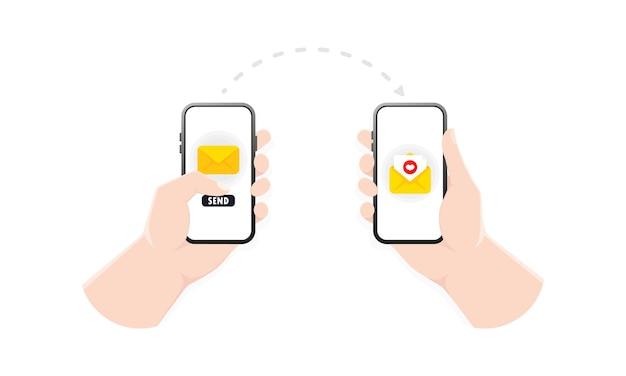 Hand met smartphone met gesloten envelop