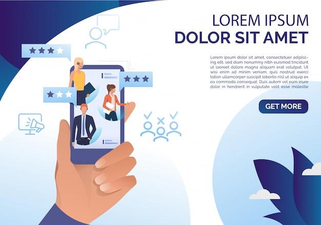 Hand met smartphone met online beoordelingssjabloon