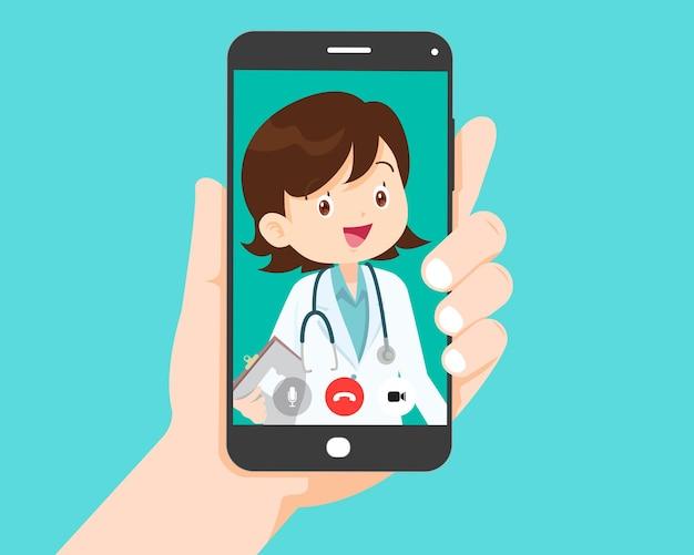 Hand met smartphone met ouderen op het scherm. videogesprek met grootouders of ouder wordende ouders.