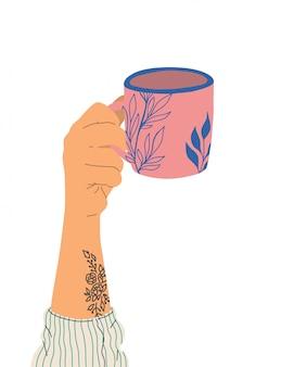 Hand met tatoeage houdt een kopje thee. zijaanzicht. trendy illustratie in cartoon-stijl. hand getekend dik ontwerp.