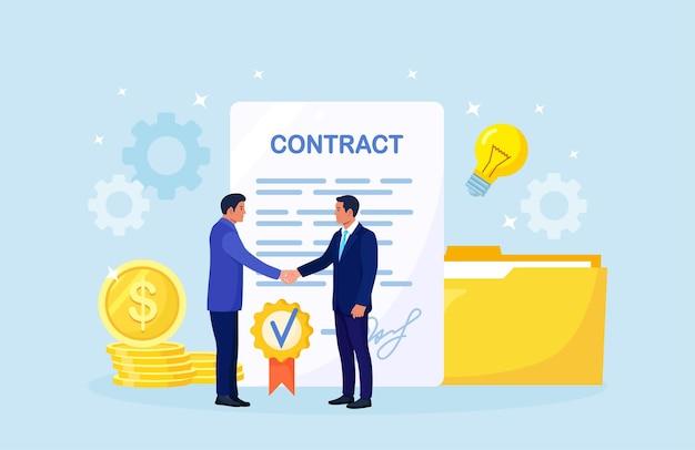 Handdruk van twee zakenlieden. overeenkomst van partijen. mensen schudden stevig de hand na het ondertekenen van documenten. succesvol partnerschap, samenwerking, investering