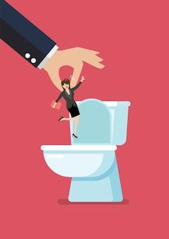 Handen gooien een zakenman in de toiletpot.