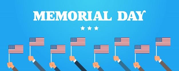 Handen met amerikaanse vlaggen banner
