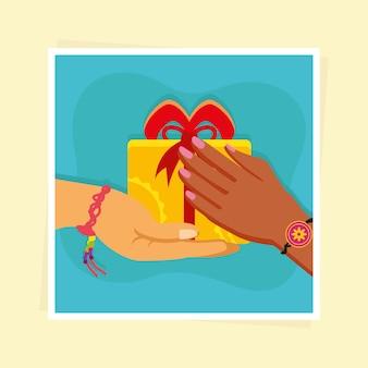 Handen met armband en cadeau