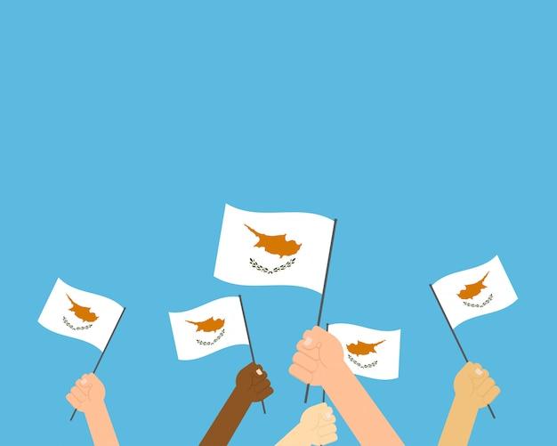 Handen met cyprus vlaggen
