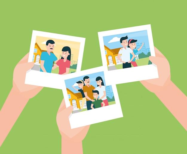 Handen met foto's in familiy day