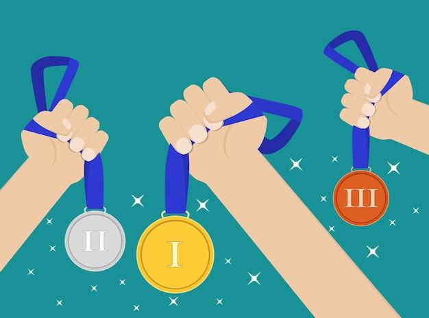 Handen met gouden, zilveren, bronzen medaille kampioen prijswinnaar beloning