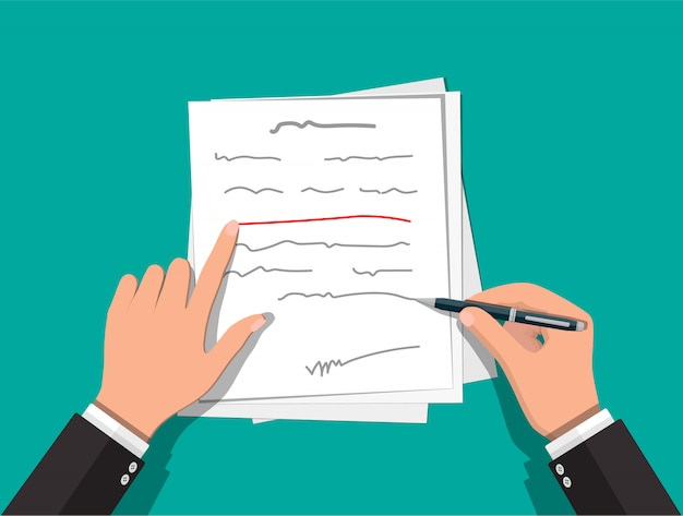 Handen van auteur met pen die aan document werkt