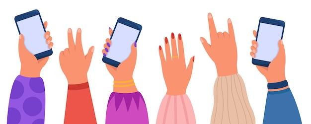 Handen van een groep mensen die telefoons vasthouden tijdens een concert of feest
