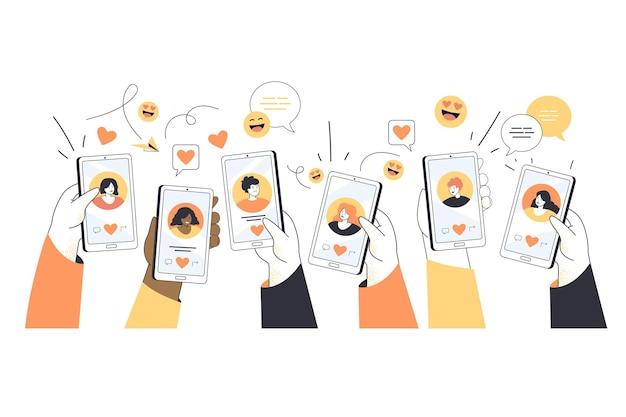 Handen van jonge mensen met telefoons met datingprofielen