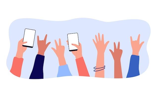 Handen van mensen die genieten van concert of show op feestje