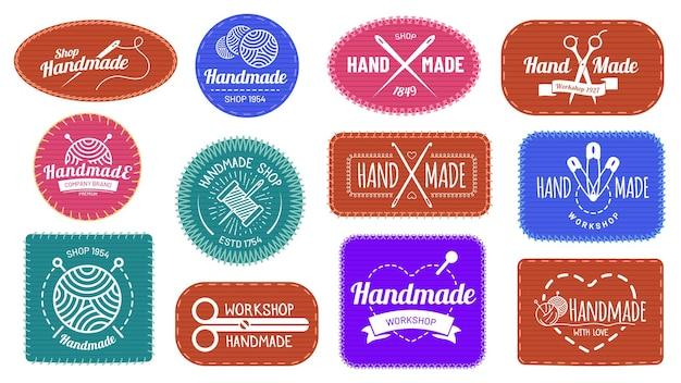 Handgemaakte badges logo, grafisch logo label label, kwaliteit handgemaakt bedrijf, ambachtelijke kleermaker en naaien, vectorillustratie