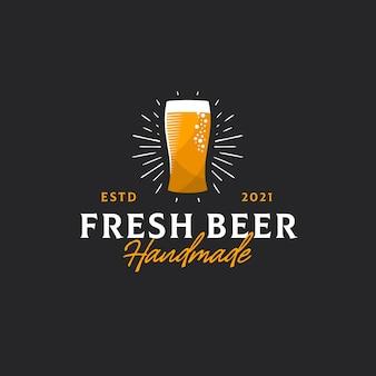 Handgemaakte vers bier crest logo sjabloon