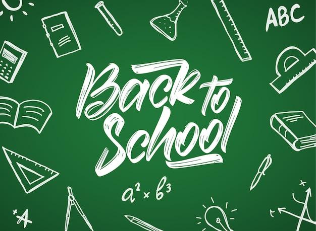 Handgeschreven typografische letters van back to school met doodlesbenodigdheden op schoolbordachtergrond