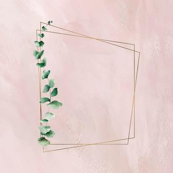 Handgetekend eucalyptusblad met trapezium gouden frame Gratis Vector