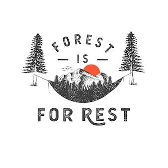 Handgetekende badge met berglandschap en inspirerende belettering