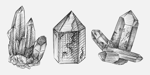 Handgetekende schets van kristallen set. de set bevat kristallen in verschillende vormen en vormen - zeshoekig kristal, kristal van dogtooth spar, nailhead spar en gecombineerde vormen.
