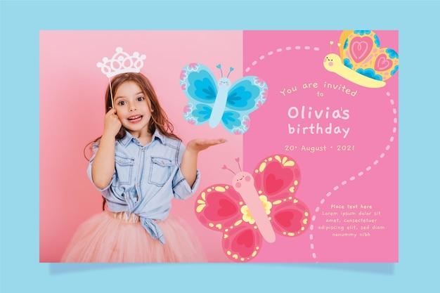 Handgetekende vlinder verjaardagsuitnodiging sjabloon met foto