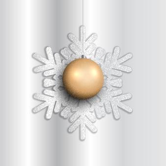 Hangende kerstbal op een glinsterende sneeuwvlok