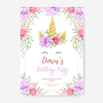 Happy birthday party poster sjabloon met schattige grafische eenhoorn en bloem frame
