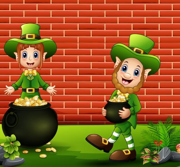 Happy cartoon kabouters met pot met gouden munten